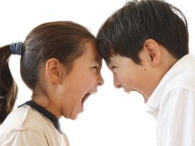 Clip hài: Hãy cảnh giác với anh chị em ruột… già