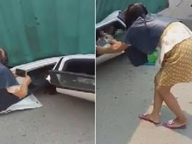 Sốc với hình ảnh người phụ nữ dí điện thoại vào sát mặt nạn nhân đang bị xe đè bẹp để quay phim