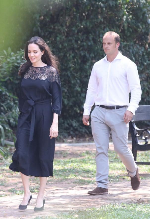 Chưa rõ bạn trai mới Angelina Jolie là ai, đã rộ tin cô sắp kết hôn lần 4 - Ảnh 1.