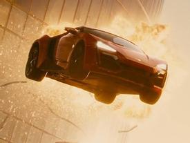 Những pha hành động không tưởng của loạt 'Fast & Furious'