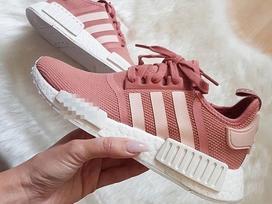 Qua rồi cái thời sneakers trắng là tâm điểm, 4 kiểu giày mới khiến chị em 'chao đảo' là đây
