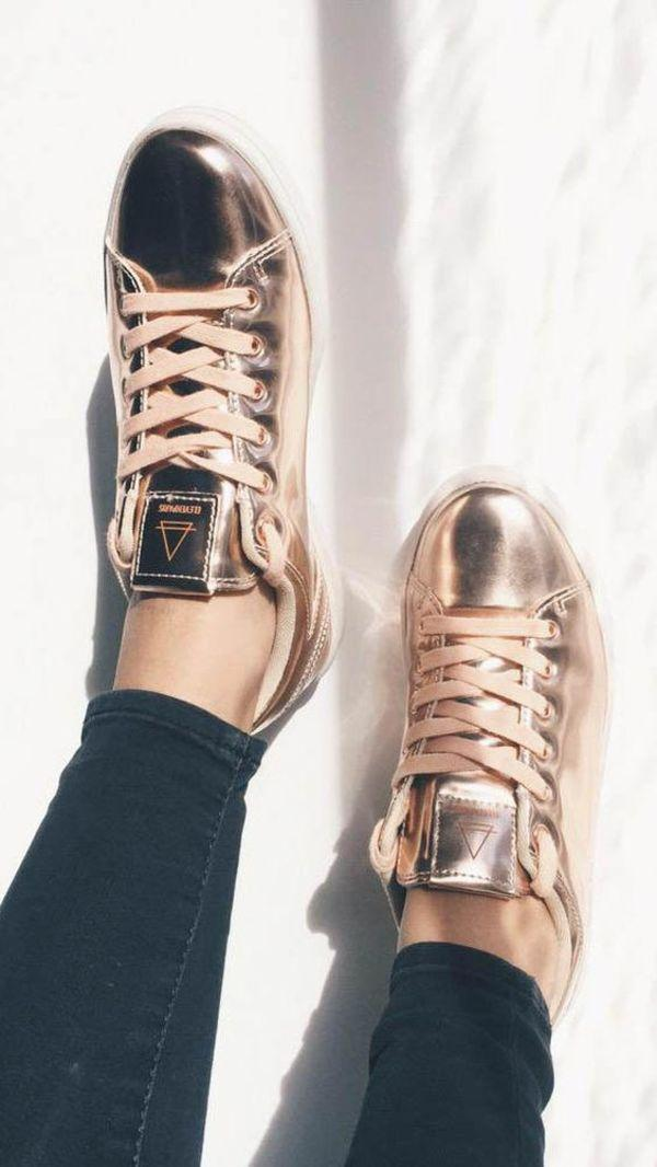 Qua rồi cái thời sneakers trắng là tâm điểm, 4 kiểu giày mới khiến chị em chao đảo là đây - Ảnh 14.