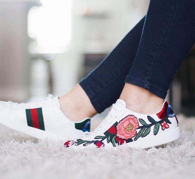 Qua rồi cái thời sneakers trắng là tâm điểm, 4 kiểu giày mới khiến chị em chao đảo là đây - Ảnh 11.