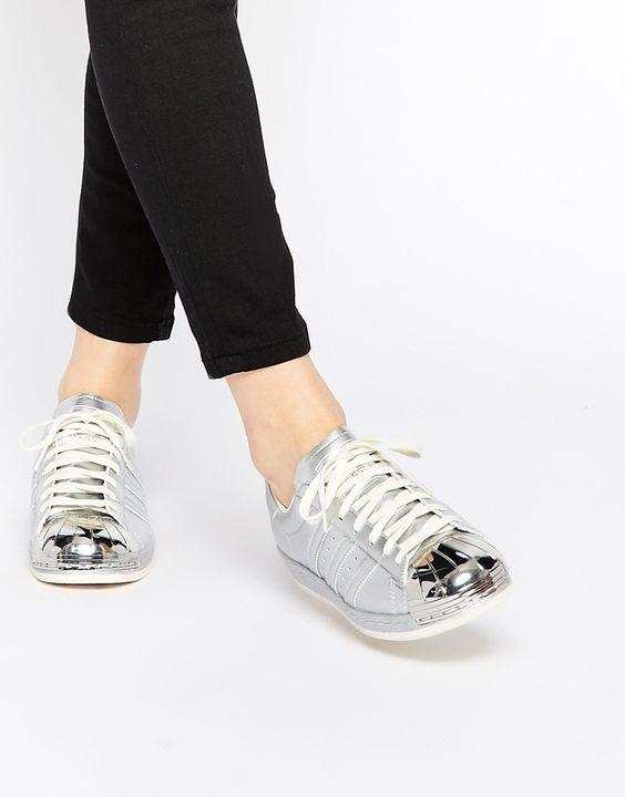 Qua rồi cái thời sneakers trắng là tâm điểm, 4 kiểu giày mới khiến chị em chao đảo là đây - Ảnh 15.