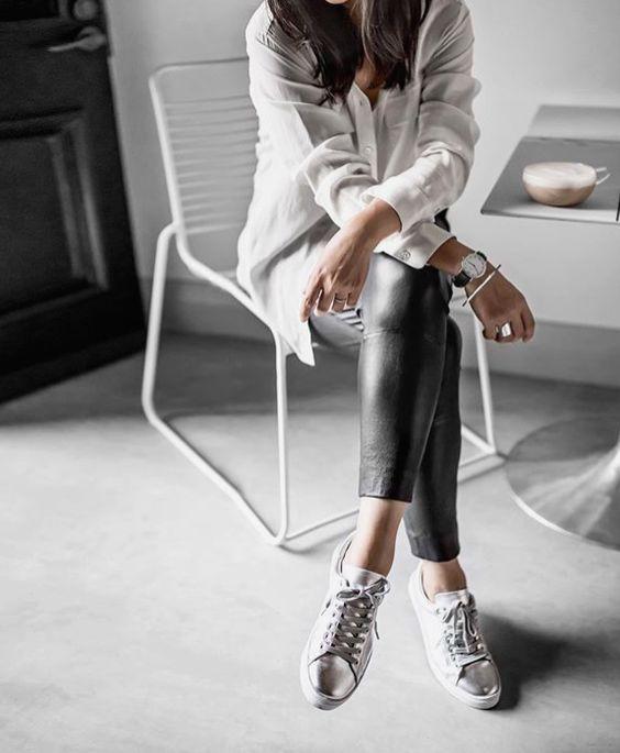 Qua rồi cái thời sneakers trắng là tâm điểm, 4 kiểu giày mới khiến chị em chao đảo là đây - Ảnh 16.