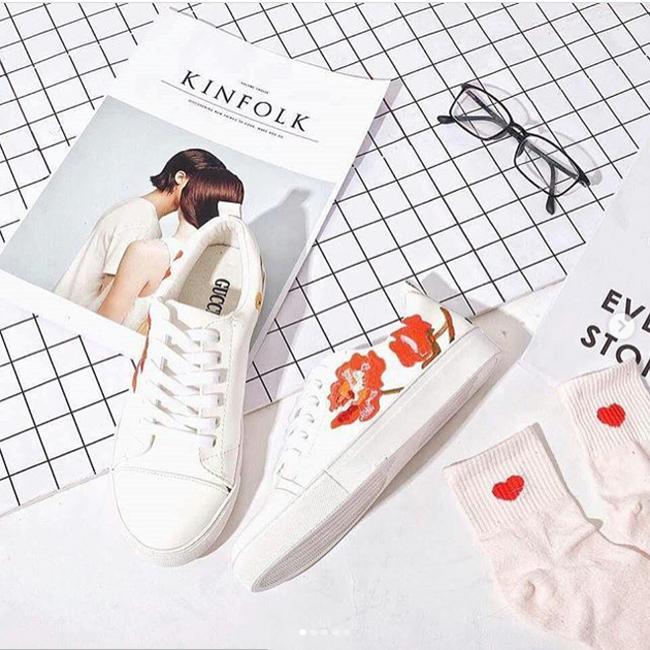 Qua rồi cái thời sneakers trắng là tâm điểm, 4 kiểu giày mới khiến chị em chao đảo là đây - Ảnh 13.