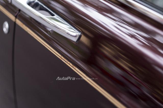Nghệ nhân Rolls-Royce sẽ khóc thét khi nhìn thấy coachline của chiếc Phantom Rồng này - Ảnh 2.