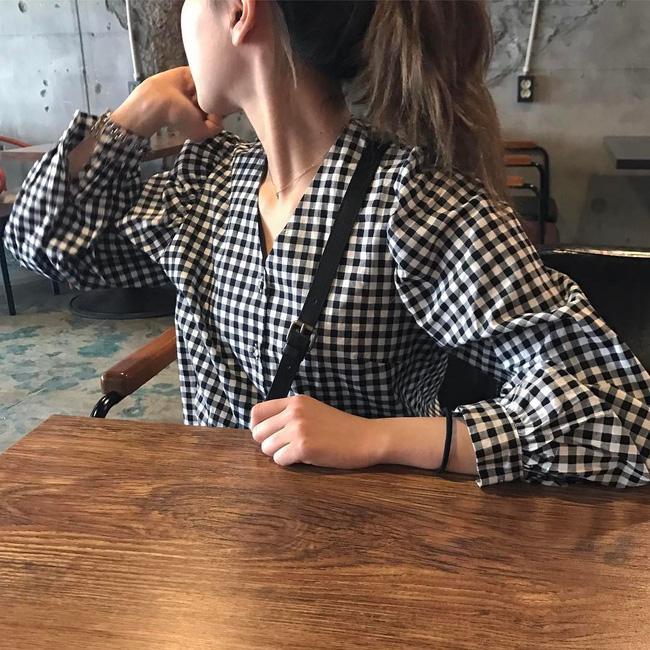 Được các nàng sành mặc lăng xê tích cực, xu hướng họa tiết khăn trải bàn chuẩn bị sốt sình sịch rồi! - Ảnh 6.