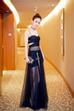 """Hôm qua, Triệu Lệ Dĩnh đã tham dự buổi họp báo phim """"Tây du ký: Nữ nhi quốc"""". Nữ diễn viên đã khiến nhiều người bất ngờ khi diện trang phục xuyên thấu của hãng thời trang Dior."""