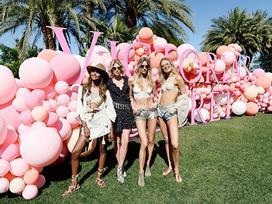 Coachella 2017: 'Phát súng' chào hè với street style cực chất của những cô nàng sexy nhất nước Mỹ
