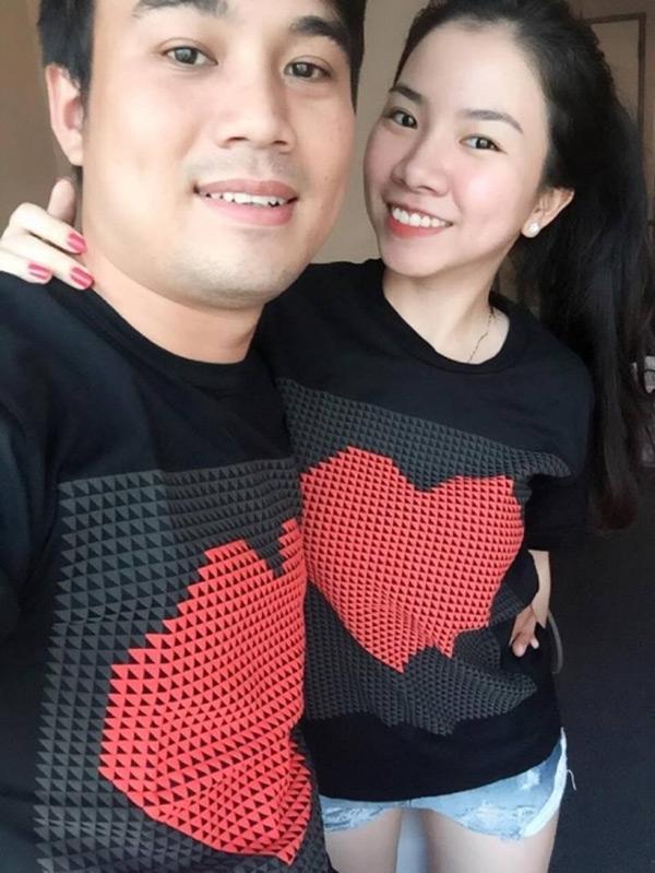 Chị Lan và chồng của mình hạnh phúc bên nhau.