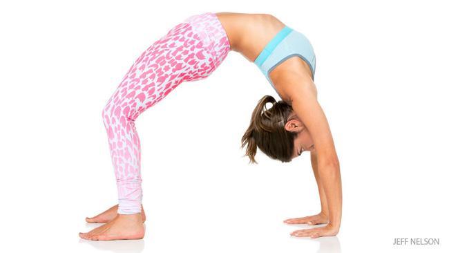 7 bài tập giúp bạn loại bỏ da chảy xệ sau lưng và hai bên thân rất hiệu quả - Ảnh 7.