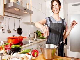 Những sai lầm bếp núc chị em cần tránh khi 'sống chung với mẹ chồng'