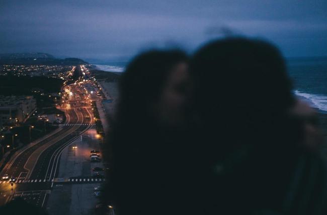 Đừng quên tán tỉnh nhau ngay cả khi đã yêu nhau! - Ảnh 2.