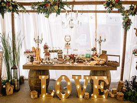 Tiệc cưới ngập tràn gỗ, rơm, hoa atisô của cặp đôi 9X Tây Ninh