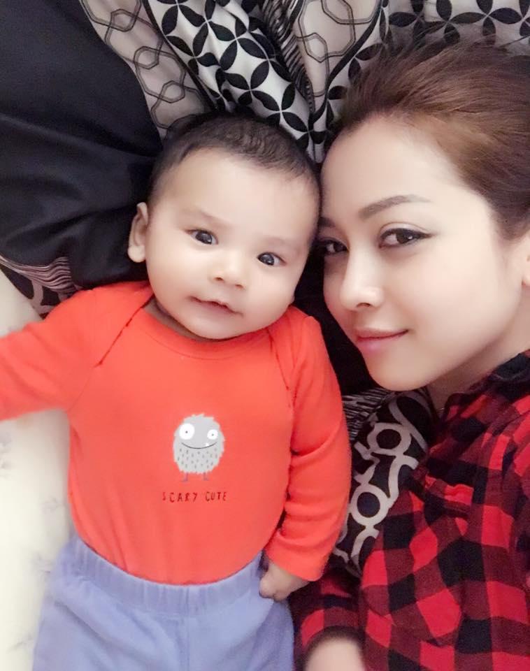 Facebook 24h: Jennifer Phạm thừa nhận mình đi đẻ thuê - 01