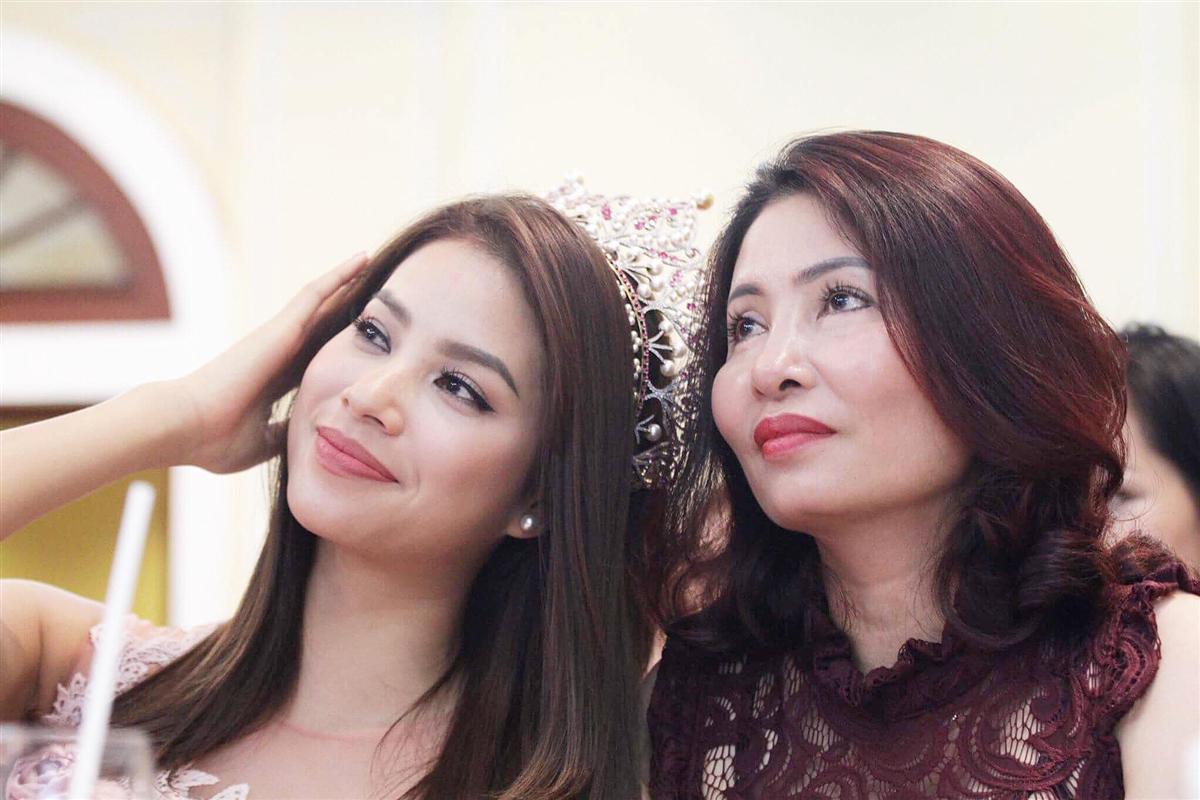 Facebook 24h: Jennifer Phạm thừa nhận mình đi đẻ thuê - 10
