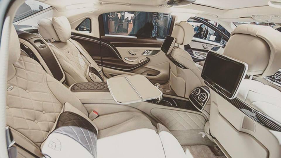 Ngọc Trinh lái siêu xe 12 tỷ đưa mẹ kế đi mua sắm - 04