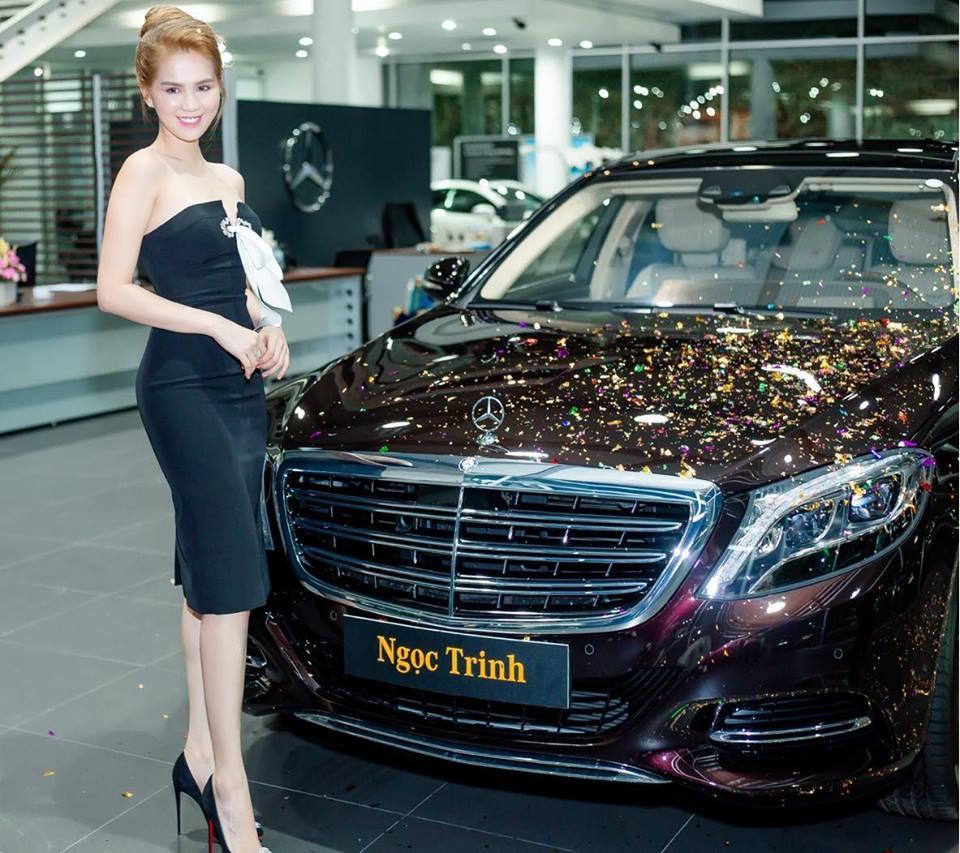 Ngọc Trinh lái siêu xe 12 tỷ đưa mẹ kế đi mua sắm - 05