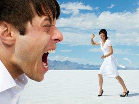 Truyện cười: Chữa bệnh buôn 'dưa lê' của chồng