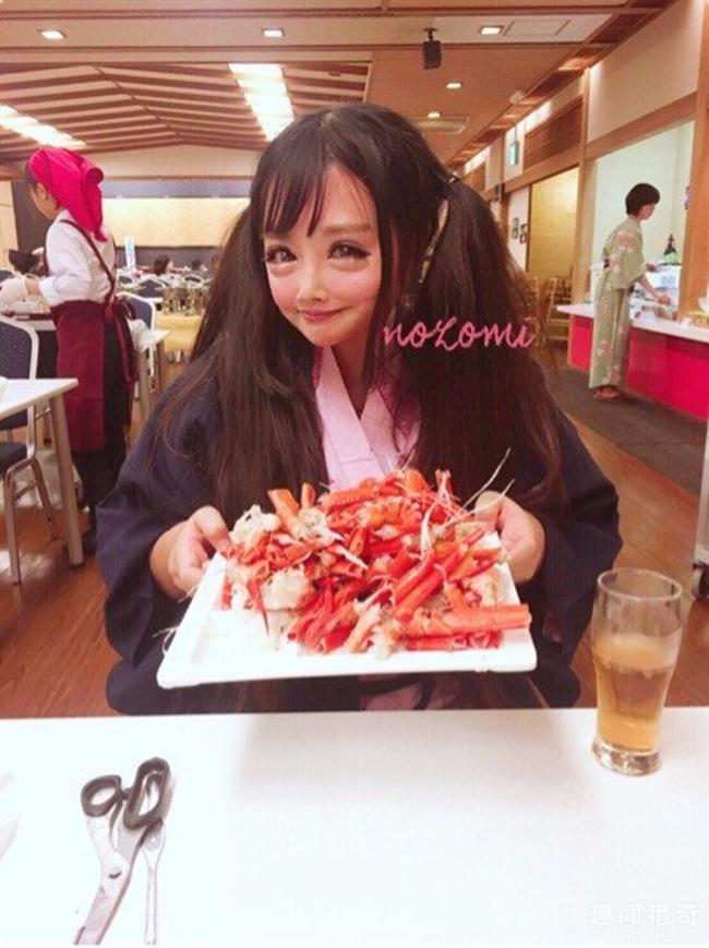 Cô gái được mệnh danh người đẹp anime Nhật Bản: Sự kết hợp kinh dị giữa công nghệ thẩm mỹ, hóa trang và photoshop - Ảnh 7.