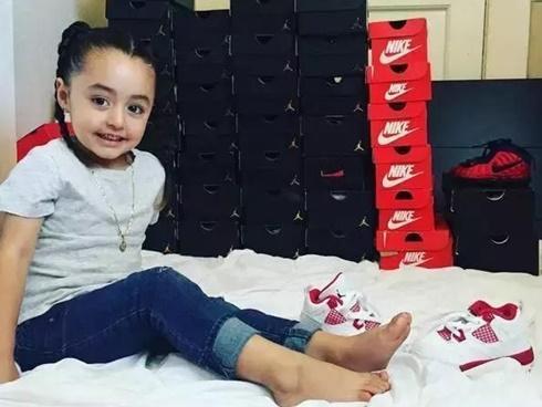 Mới 4 tuổi, cô nhóc này đã sở hữu hàng chục đôi sneakers đình đám khiến người lớn phải kiêng dè