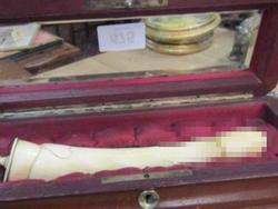 Đồ chơi tình dục trăm tuổi làm bằng ngà voi được mua với giá gần trăm triệu