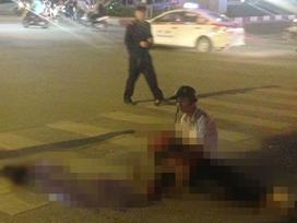 Hà Nội: Nam thanh niên chết lặng ôm thi thể bạn gái bị xe tải cán chết thương tâm