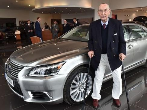 Chiếc Lexus LS 'hàng thửa' mừng đại thọ 100 tuổi của khách hàng trung thành