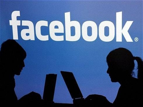 Khổ sở vì 'sống chung với mẹ... người yêu trên facebook'