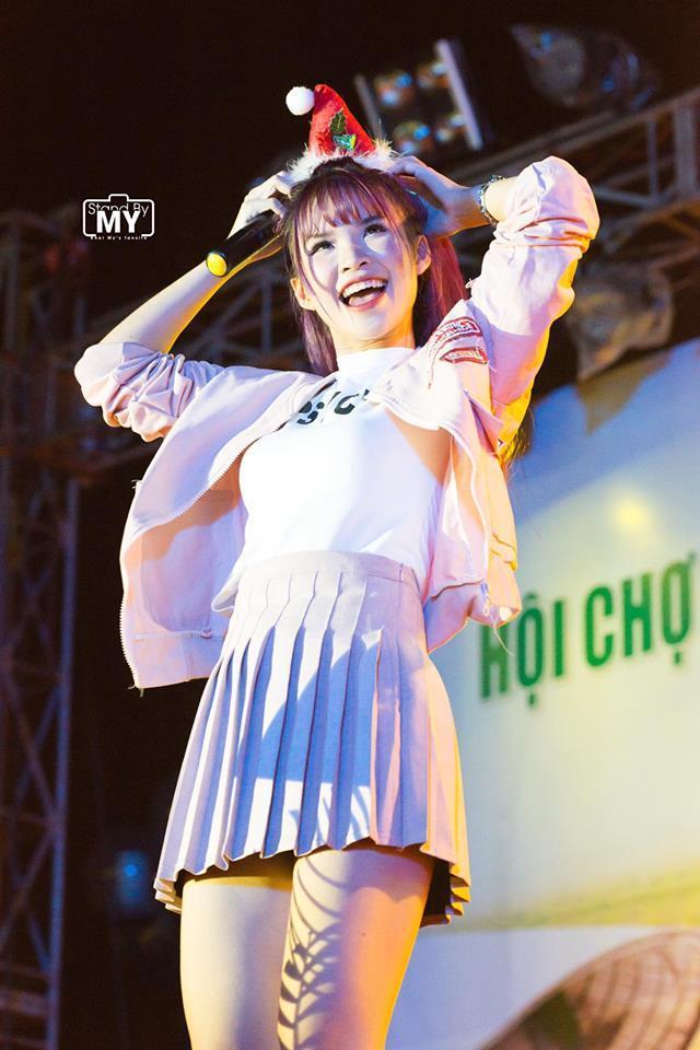 lay chong kem tuoi, khoi my, hari won mac nhu nu sinh 18 hinh anh 1