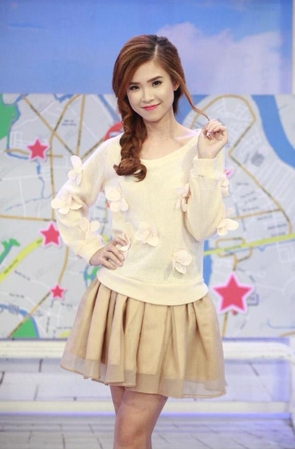 lay chong kem tuoi, khoi my, hari won mac nhu nu sinh 18 hinh anh 4