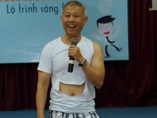 Đại học Hoa Sen giải trình về hiệu phó mặc quần đùi dạy học