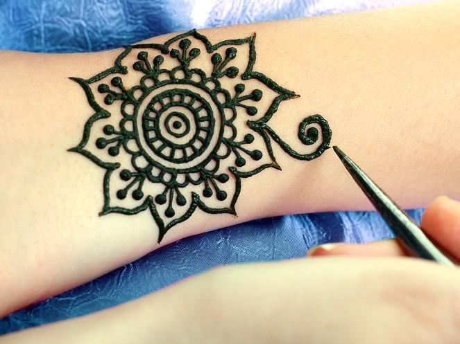 Henna tattoo - cách 'khoe' da thịt đầy nghệ thuật