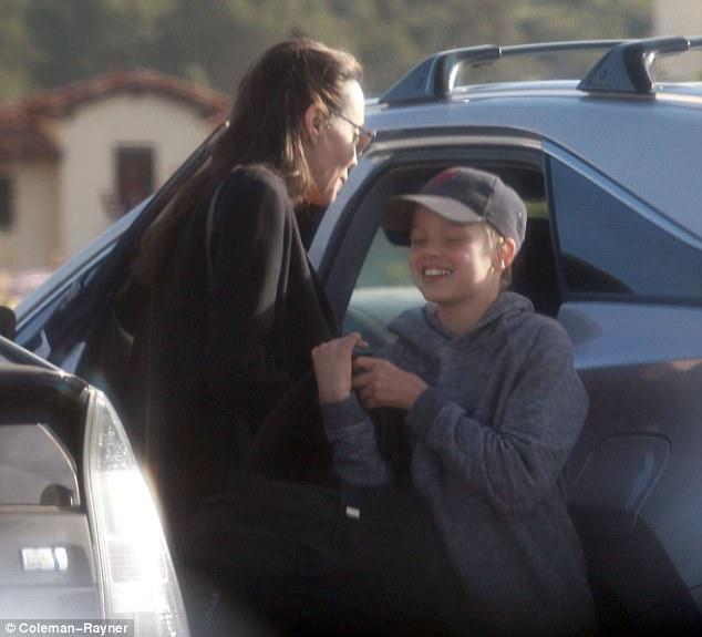 Angelina Jolie đưa con gái ruột đi mua sắm sau tin đồn bí mật hẹn hò với bạn trai mới - Ảnh 4.