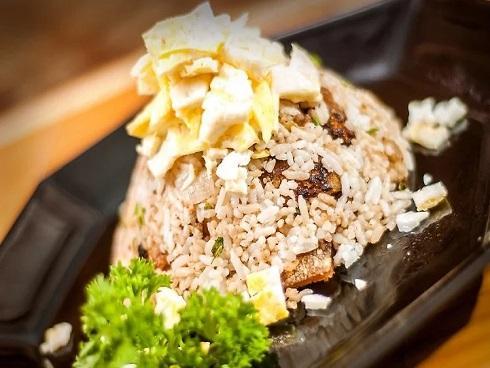 Cơm rang thịt lợn giòn tan cho ngày bận rộn