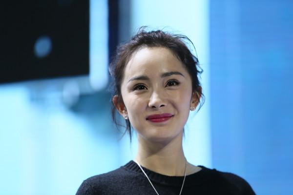 Dương Mịch mắt híp, môi tều, bị nghi phẫu thuật thẩm mỹ tới mức gương mặt vô cảm - Ảnh 10.