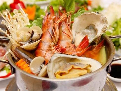 Làm gì khi bị dị ứng nặng do 'thử cảm giác lạ' với ẩm thực trong lúc du lịch xa?