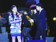 Noo Phước Thịnh, Thu Minh gây bất ngờ với khả năng hát nhạc cách mạng