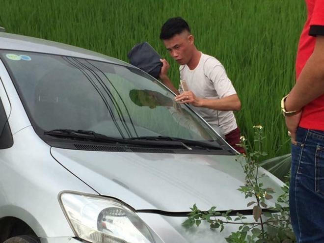 Hiệp 'Gà' mất lái, đâm xe xuống ruộng ở Quảng Ninh