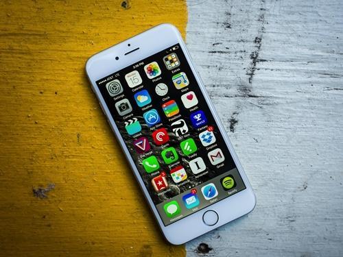 Từng là siêu phẩm vạn người mê, iPhone 6 giờ còn đáng mua hay không?