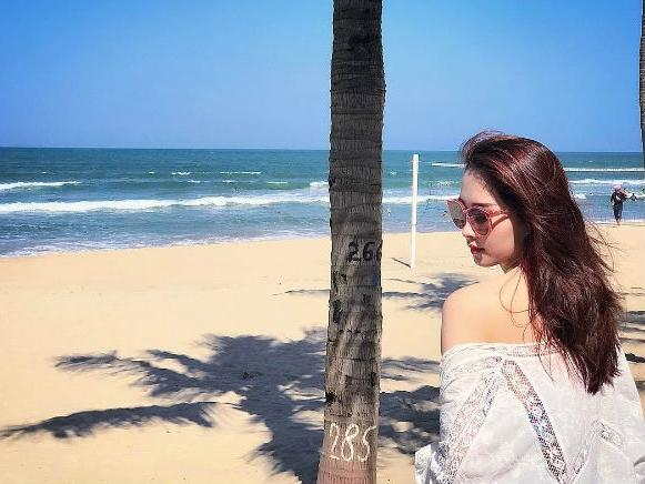 Đặng Thu Thảo diện bikini nóng bỏng khi cùng bạn trai doanh nhân đi du lịch Đà Nẵng