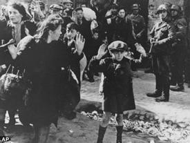 Người phụ nữ cứu 2.500 đứa trẻ bằng cách... đưa chúng vào túi đựng tử thi, quan tài
