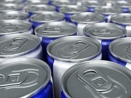 Mối nguy hiểm khi uống nước tăng lực chứa caffein và đường