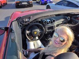 8X xinh đẹp sống xa hoa ở Dubai nhờ nghề lái thử siêu xe