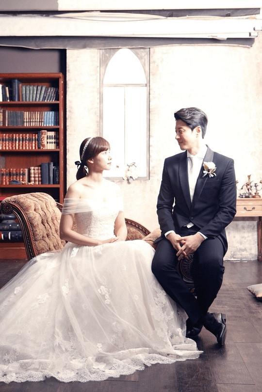Lee Dong Gun co con voi ban gai moi sau 3 thang chia tay Jiyeon hinh anh 1