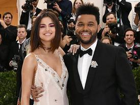Selena tình tứ bên The Weeknd cực dễ thương tại Met Gala sau khi suýt chạm mặt mẹ Bella Hadid