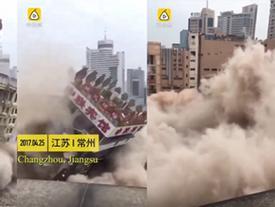 Cả toà nhà bất ngờ đổ sập khiến người đi đường bỏ chạy tán loạn