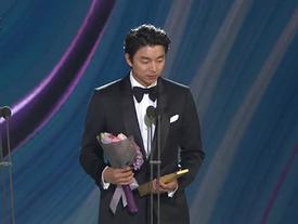 Lễ trao giải Baeksang 2017: Gong Yoo thắng giải Nam diễn viên xuất sắc, Goblin mất tượng vàng
