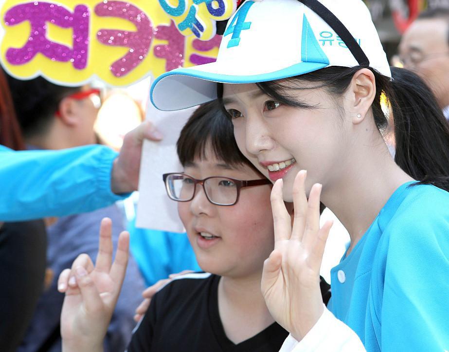 Con gai xinh dep cua ung vien tong thong Han Quoc lai 'gay bao' mang hinh anh 2